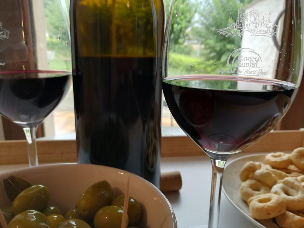 Bed & Wine Rocco Zambro - Degustazione con olive e tarallini
