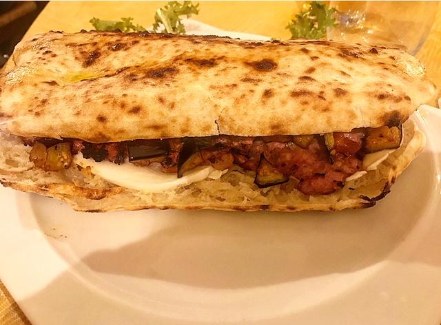 Il Boccon Divino - Panuozzo con verdure, formaggio e salsiccia