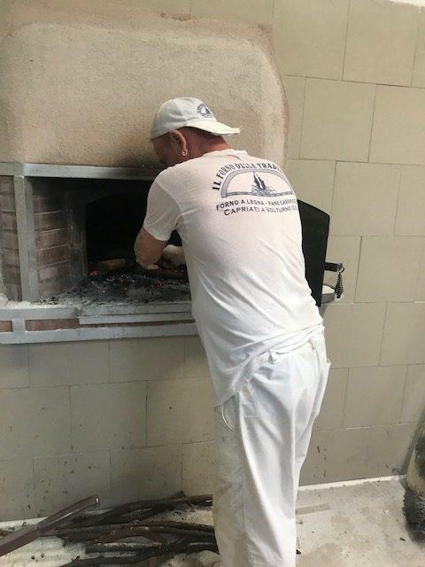 Il Forno delle Tradizioni - Preparazione per l'accensione del forno