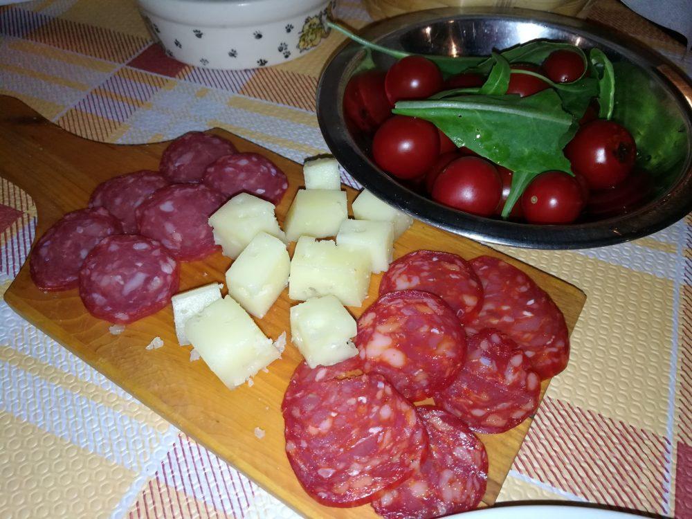 La Grigliata - Il Salame dolce e piccante di Cinghiale e la Caciotta