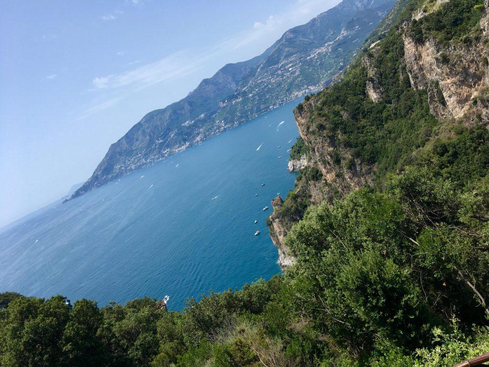 La costiera Amalfitana dal faro di Capo D'Orso