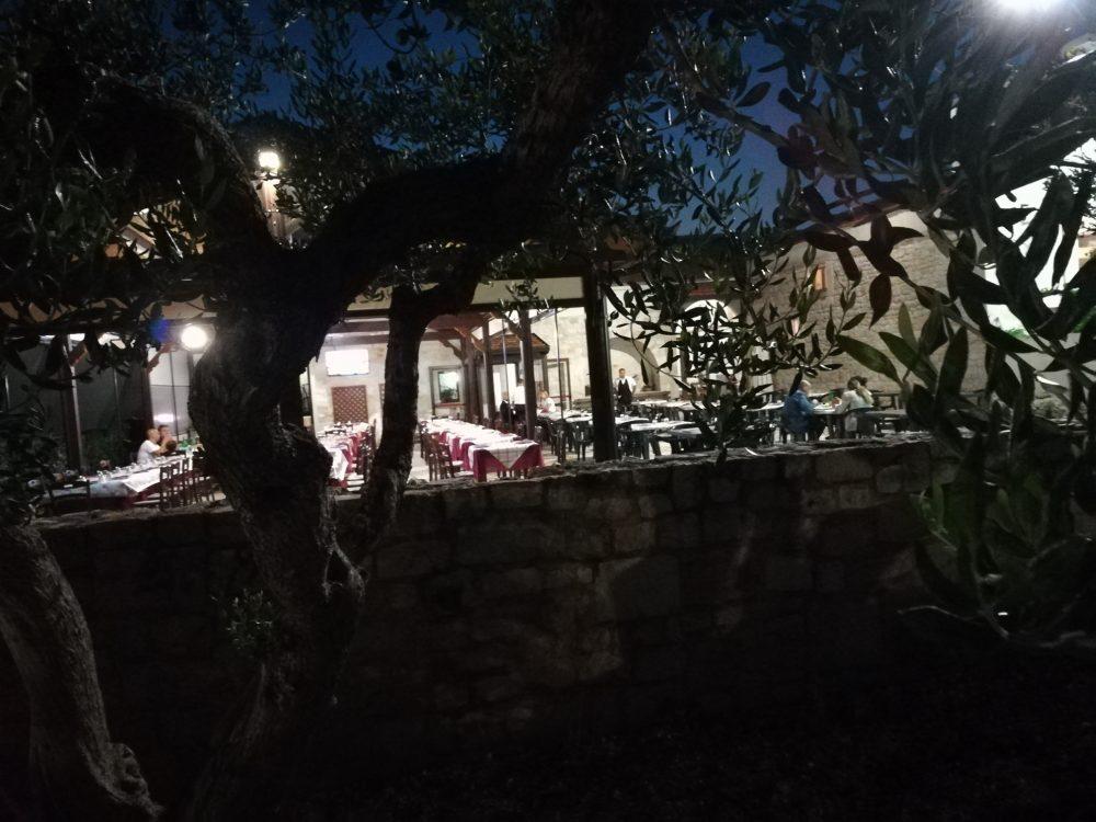 Masseria Don Gianvito - I tavoli all'esterno