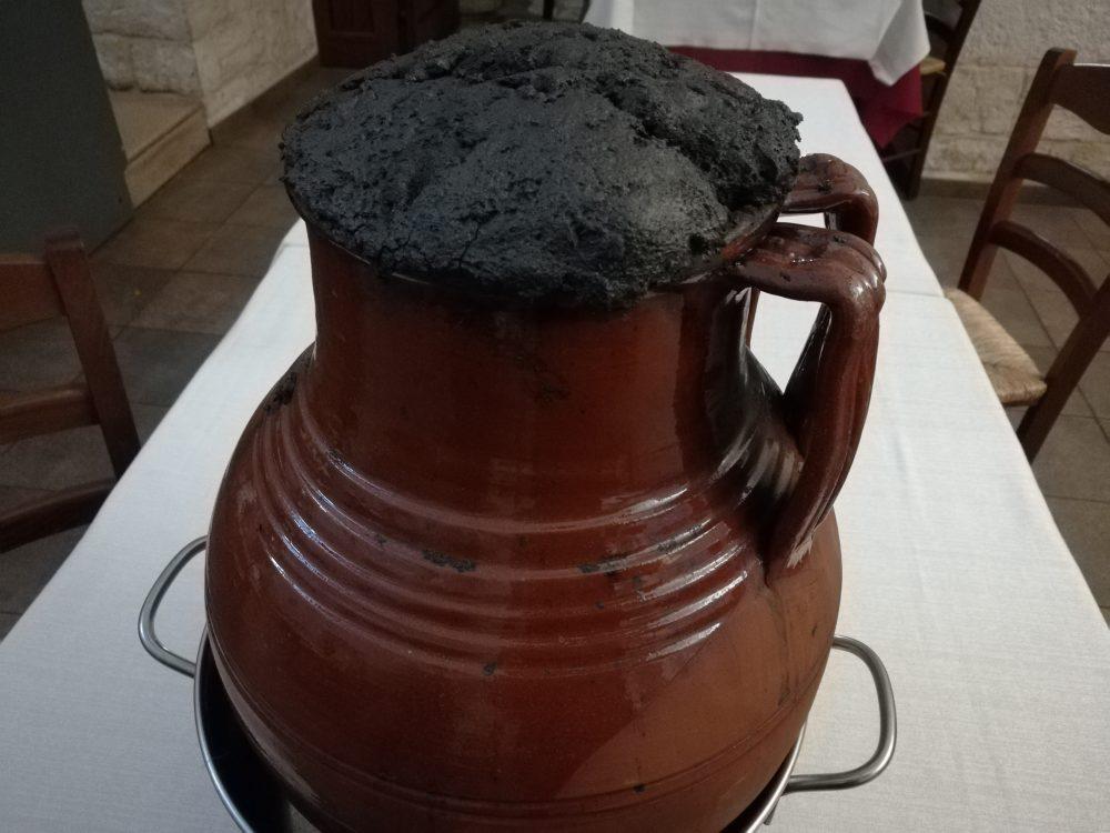 Masseria Don Gianvito - La pignata per la cottura della Pecora nel forno a legna