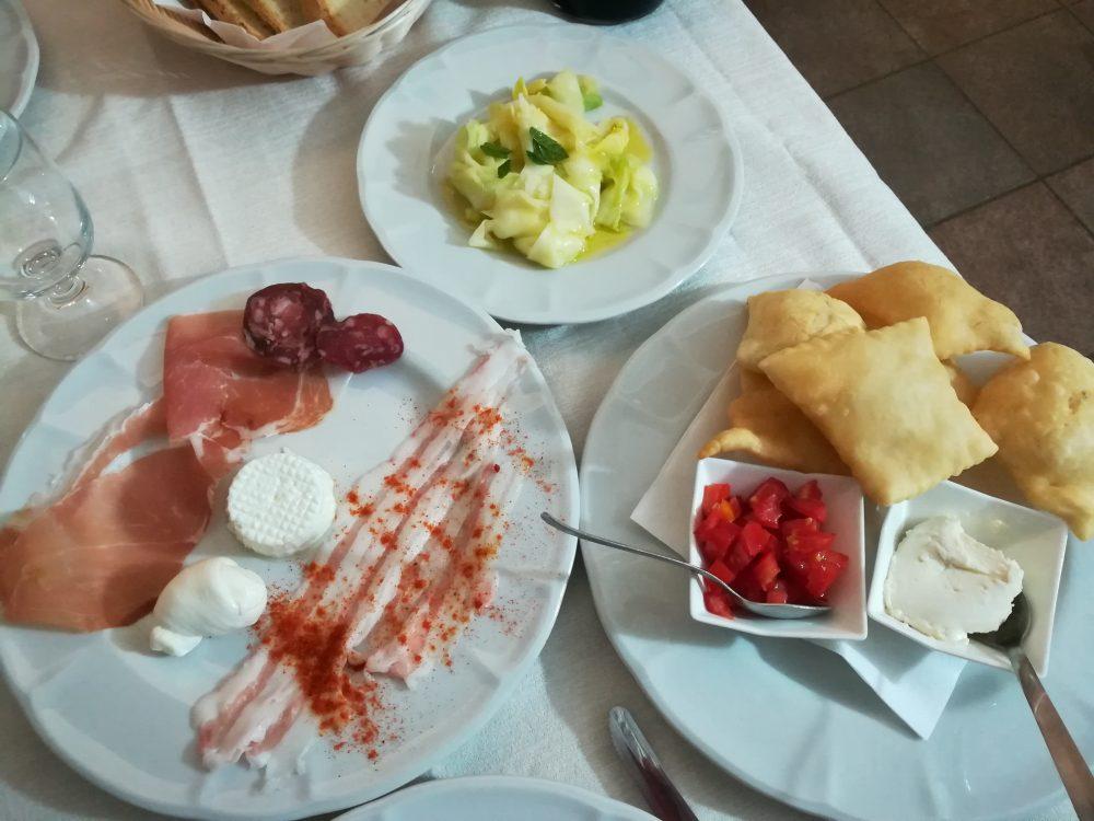 Masseria Don Gianvito - Le Frittelle con la ricotta piccante, i Salumi e i Formaggi, le Zucchine marinate
