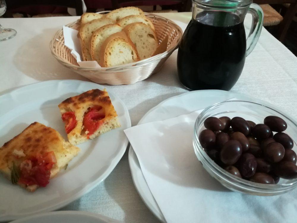 Masseria Don Gianvito - L'entree pugliese con focaccia e olive