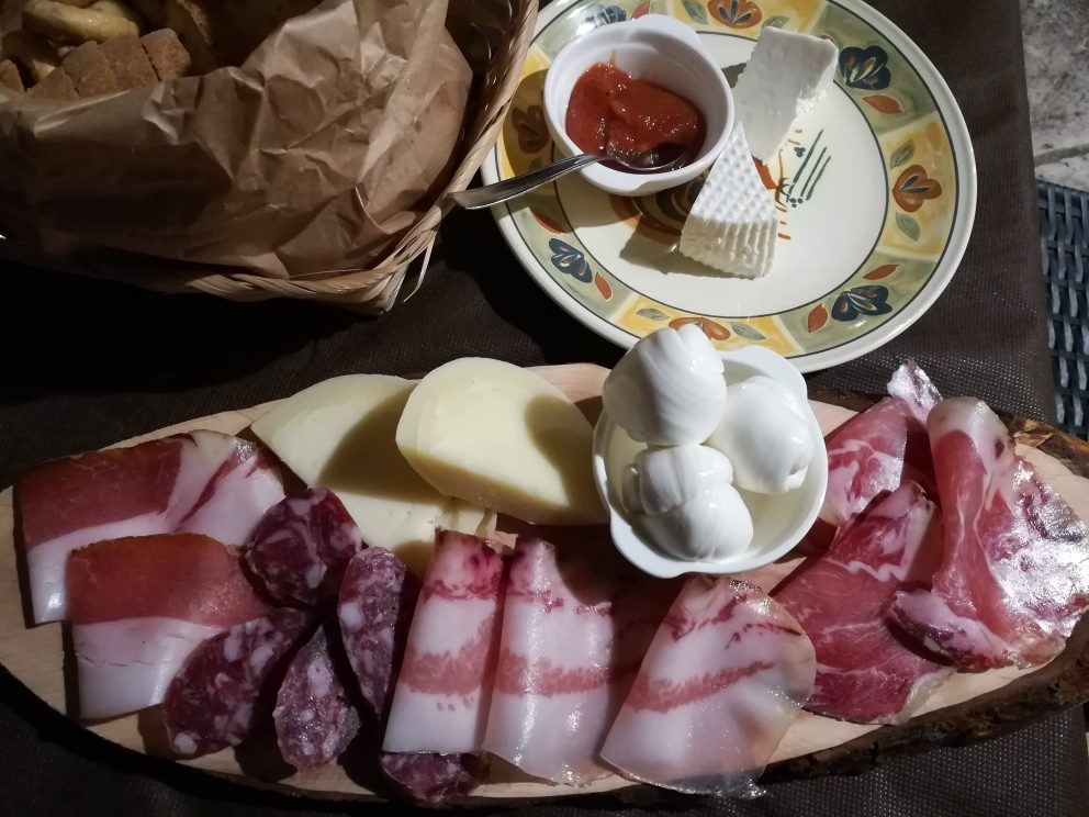 Masseria Torricella - Il Tagliere di Salumi e Formaggi di produzione propria