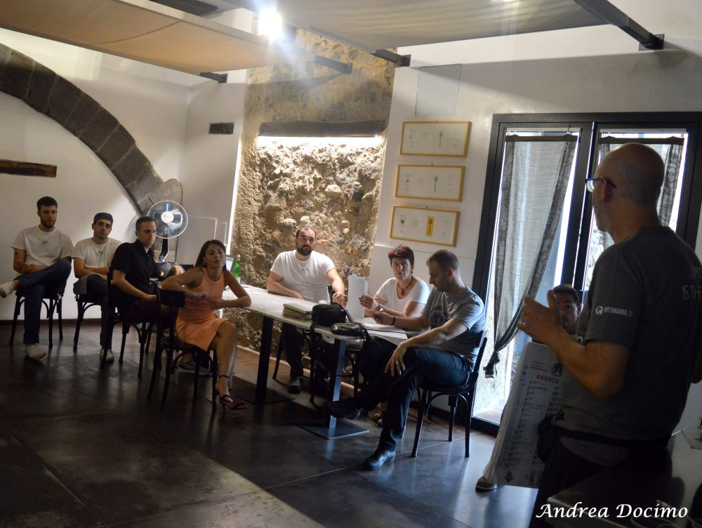 Pepe In Grani a Caiazzo. Il briefing prima del servizio
