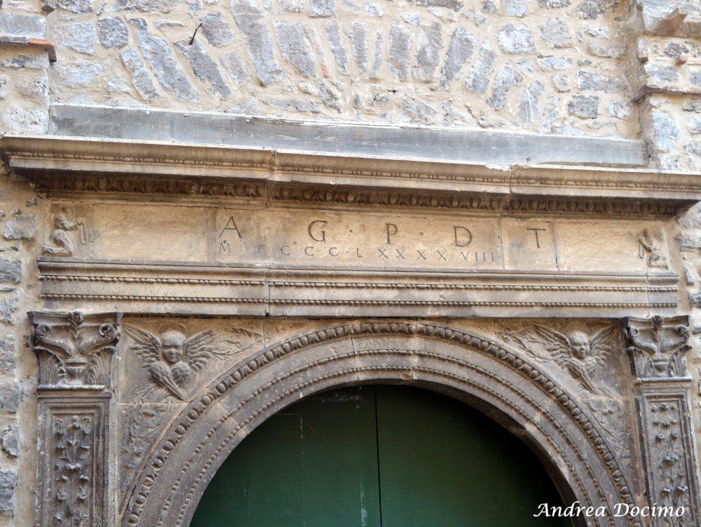 Pepe In Grani a Caiazzo. Il portale della Chiesa dell'Annunziata