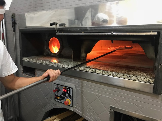 Pizzeria Il Diavoletto- Forno a legna con piano rotante