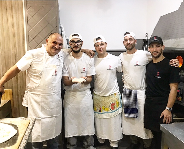 Pizzeria Il Diavoletto - Luciano Freddo e lo staff