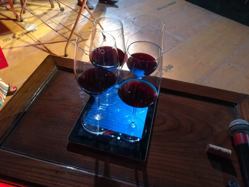 Rocca Cilento Bicchieri di vino in vibrazione