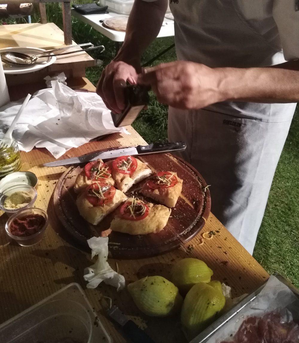 Top Pizza 50 a Pioppi Franco Pepe mentre prepara le sue pizze fritte
