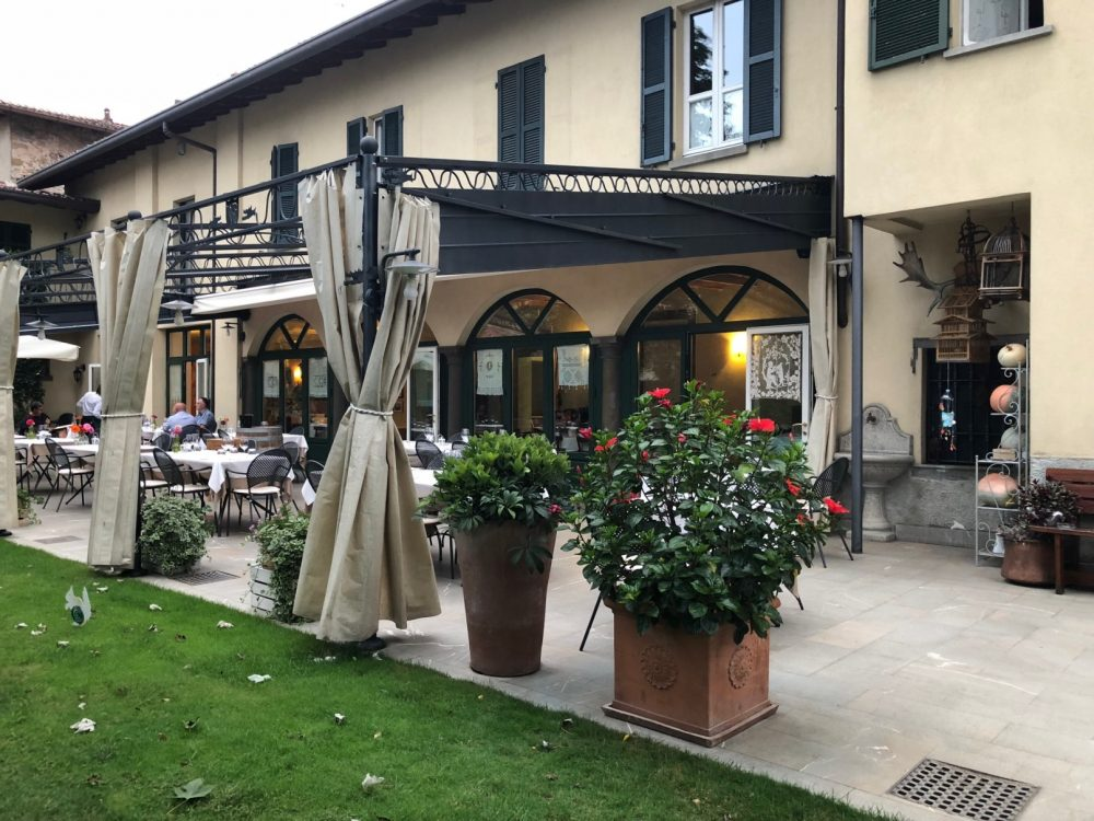 Trattoria Visconti, esterno giorno