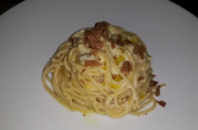 Ummara - spaghettone mandorle e bottarga