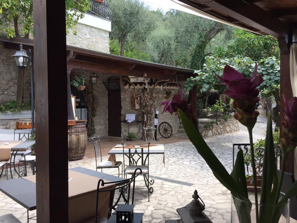Il Cellaio di Don Gennaro, l'ingresso dal patio