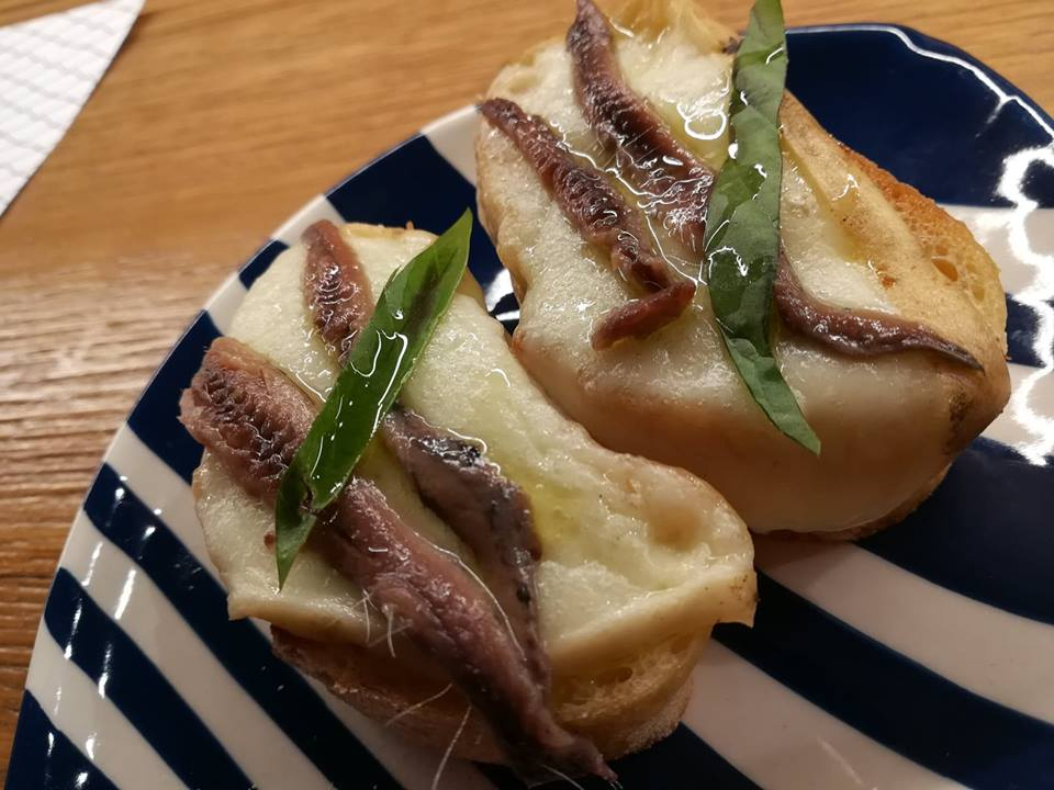 Armatore - Crostino provola e alici salate