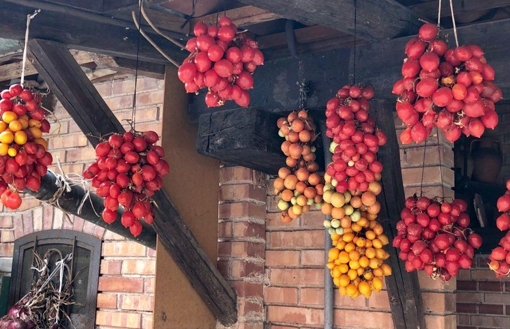 I Moresani, in aria i regali giallo-rossi della terra