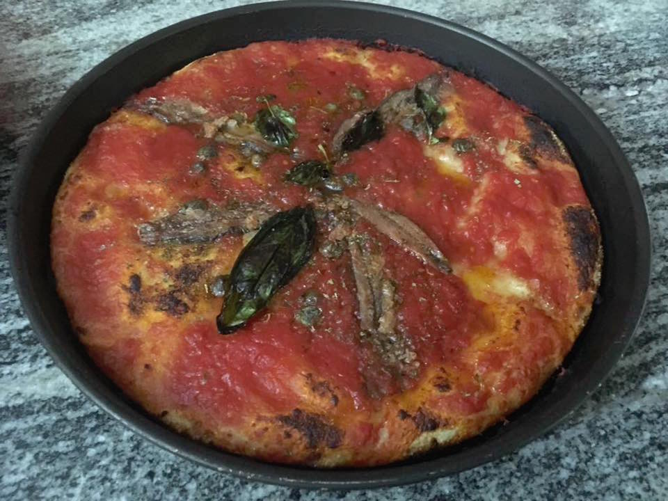 Pizza nel ruoto pizzeria Bronzetti, Castel Morrone