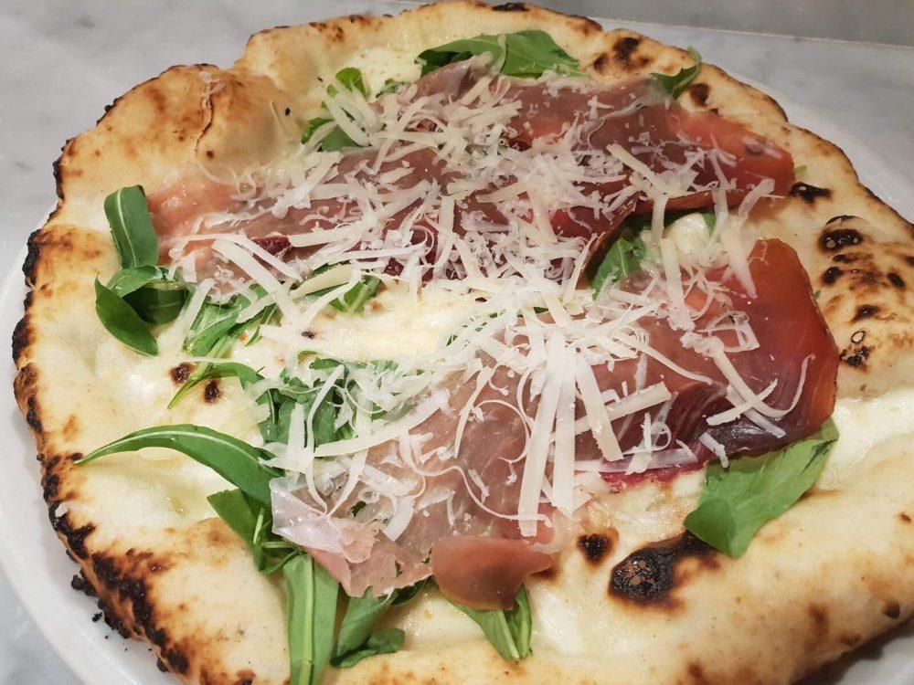 Pizzeria Sunrise - Pizza fresca