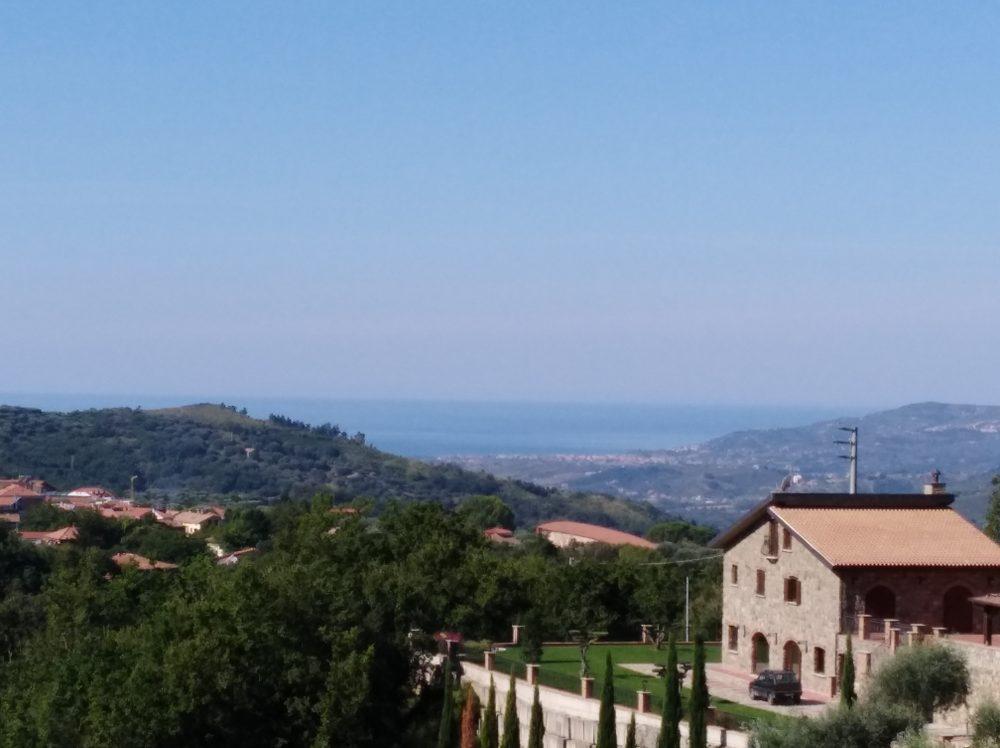 Resort Casale degli Ulivi Panorama del mare dal terrazzo di di una stanza