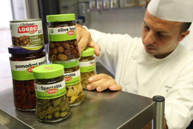 Antonio Tafuro con i prodotti D'Amico