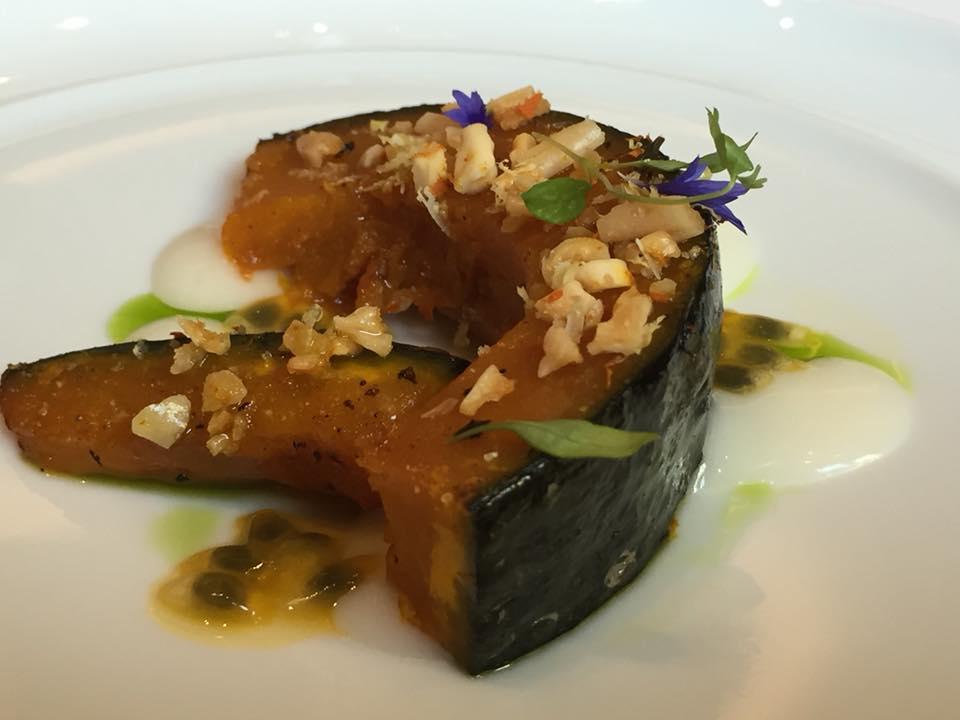 Le Cinq, zucca giapponese, crema di parmigiano e frutto della passione
