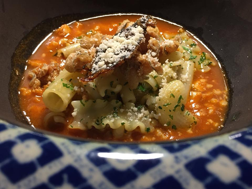 Taverna del Capitano, la zuppa di murena con mischiato potente e chips di murena