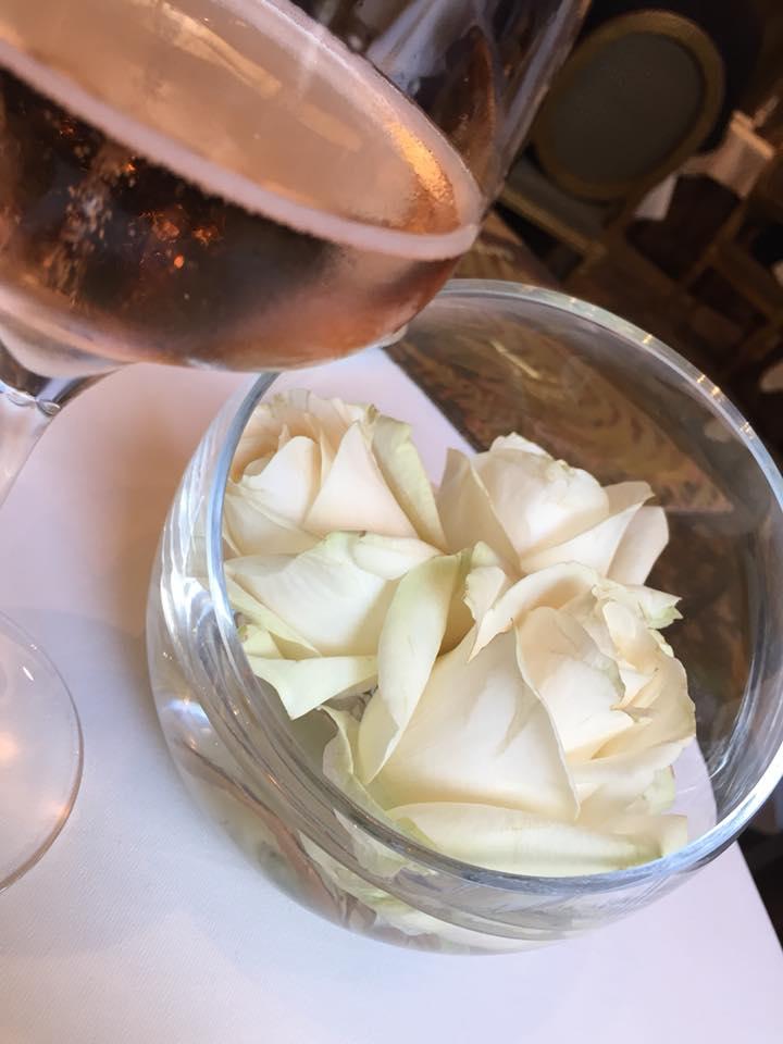 Le Cinq, rose al tavolo