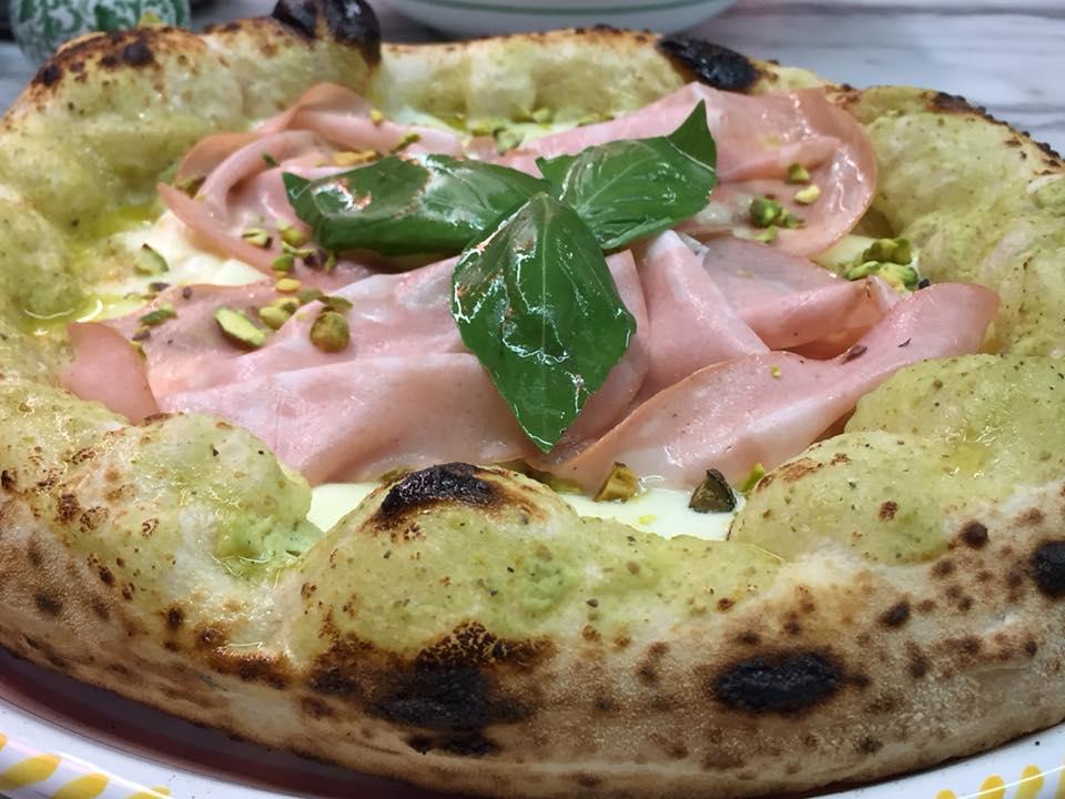 Pizzeria Dalmata, con mortadella e pistacchi