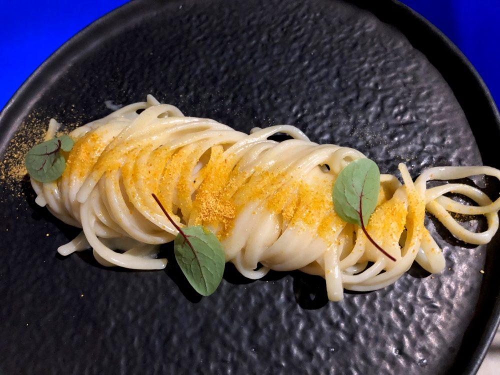 Chef Alessandro Feo, linguine al burro di bufala, colatura di alici e polvere d'arancia