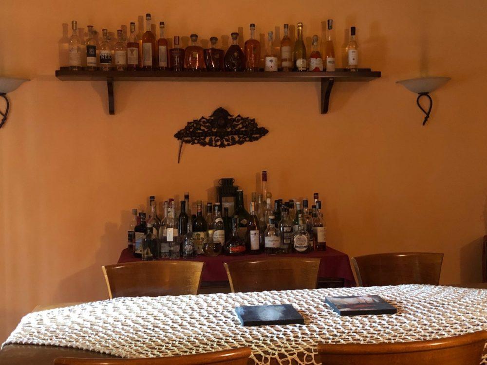 Collina, cigar room, c'e' anche il Rum insieme ad altri distillati