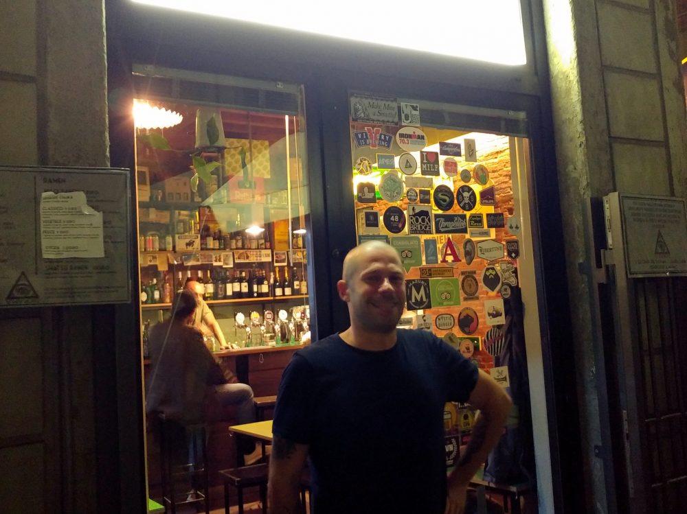 Diorama Pub a Firenze. Il publican Daniele Bertelli