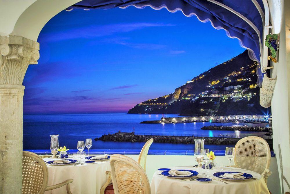 Eolo, cucina di mare affacciati al balcone più bello di Amalfi ...