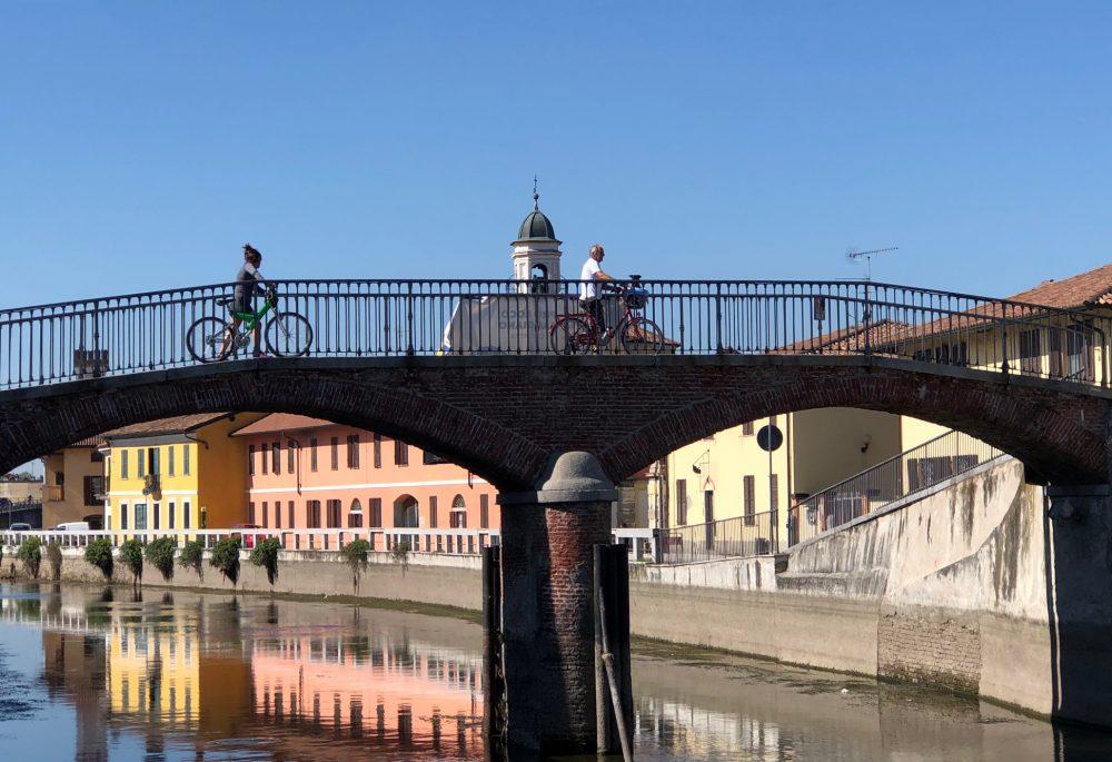 Gaggiano, il ponte sul Naviglio