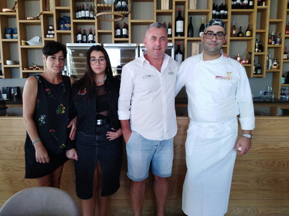Giuseppe Coppola, con moglie, figlia e lo chef Stefano Politi