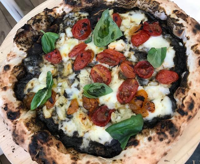 I Masanielli di Francesco Martucci - Pizza Faccio nero con baccala'