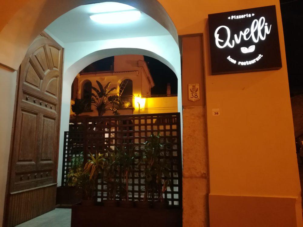 Pizzeria Avelli, l'ingresso