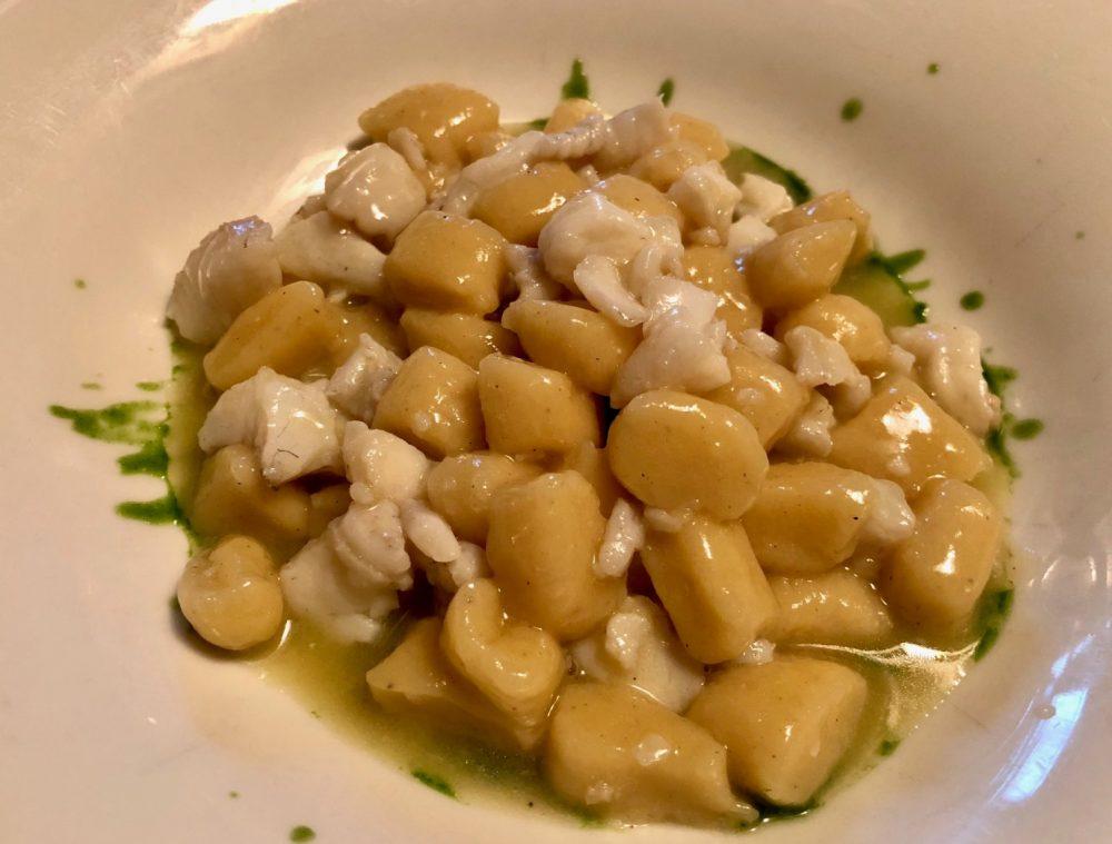 La Canonica, Casteldimezzo, gnocchi di patate al sugo di rombo nostrano con salvia e spinaci