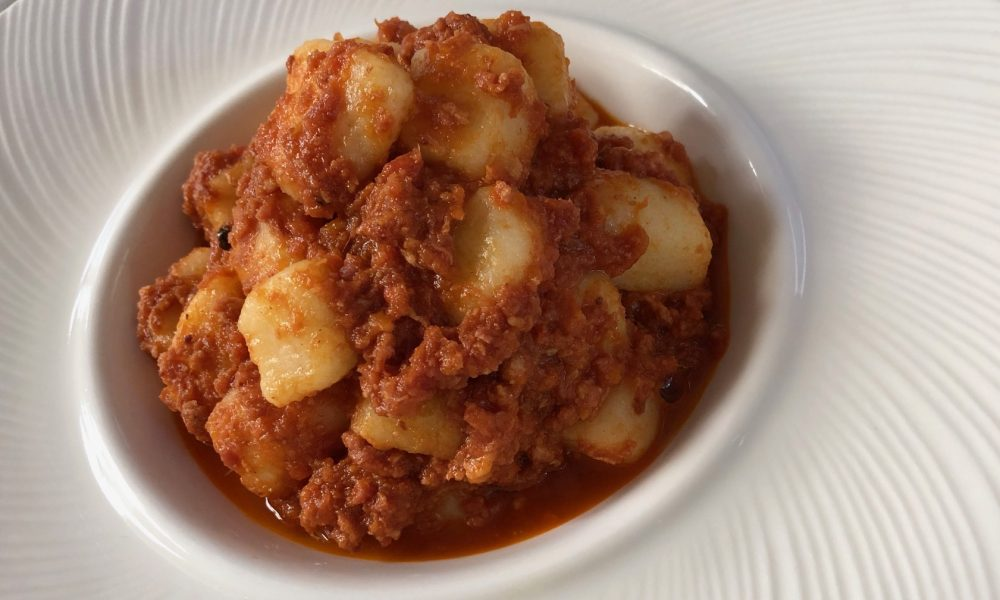 La Piana, Carate Brianza, gnocchi con patate De Co di Oreno e ragu' di pasta di salame