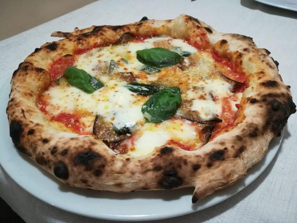Masseria Gigli - Pizza con Parmigiana di Melanzane