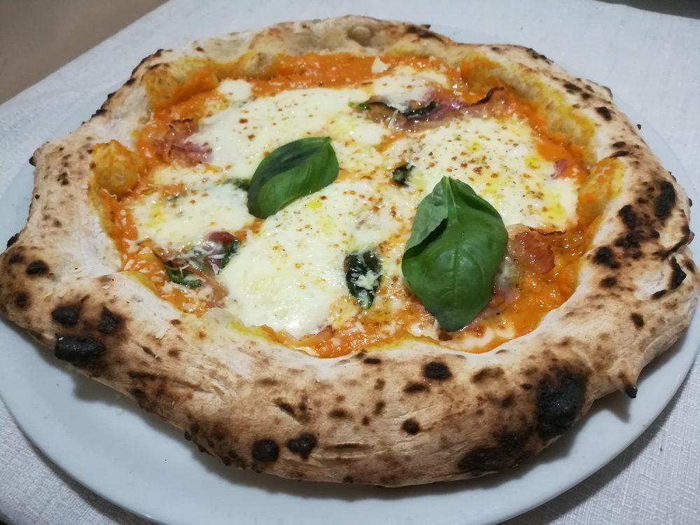 Masseria Gigli - Pizza con Zucca, Pancetta e Caciotta di pecora