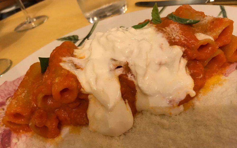 Osteria della Buona Condotta, Ornago, la pasta, il sugo ai tre pomodori e la burrata