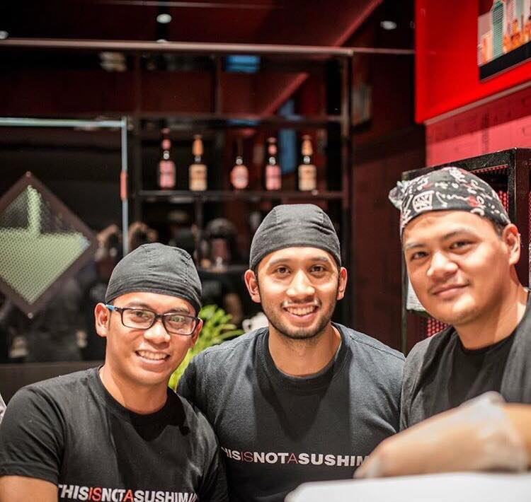 This is not a sushi bar, lo staff - dal profilo instagram