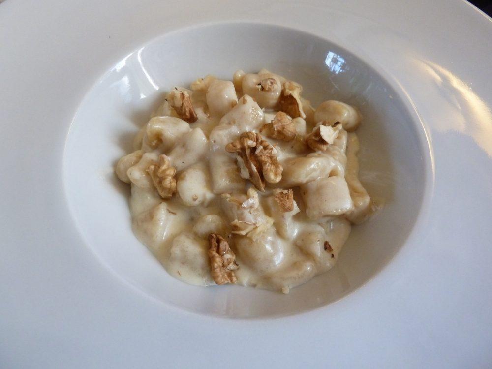 Trattoria Visconti, gnocchetti di patate, strachitunt, pere e noci