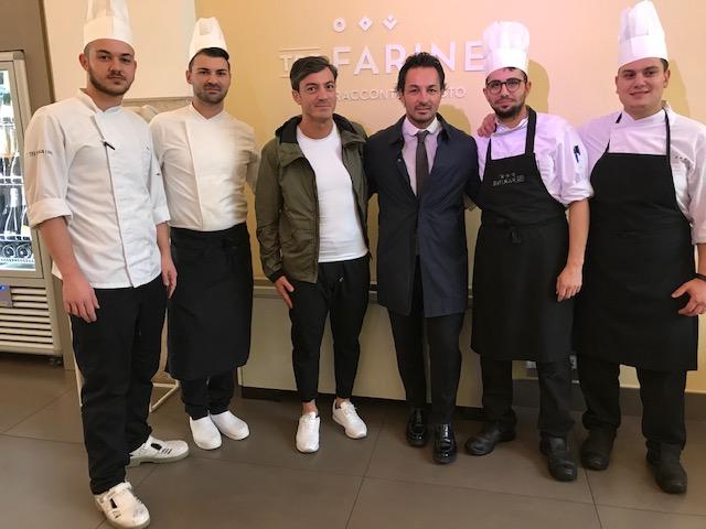 Tre Farine - Nicola e Ivan Ferraro con la giovane brigata di cucina