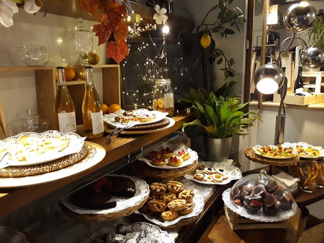 Caffe' Novecento - il tavolo dei dolci