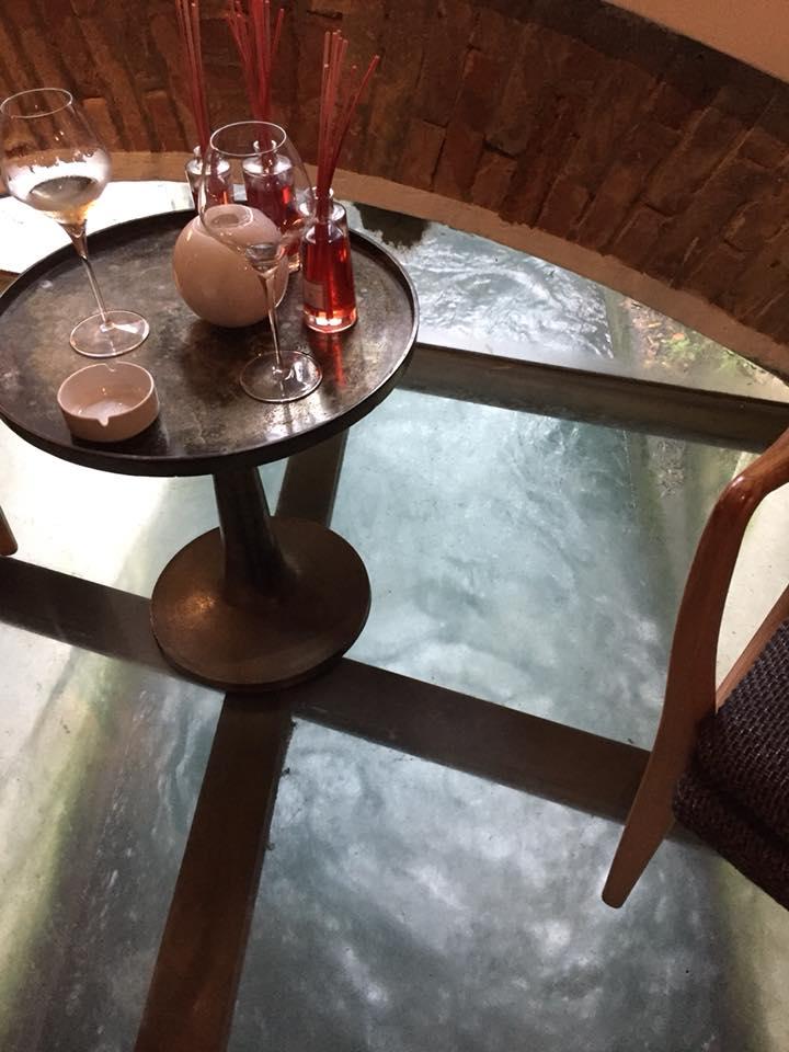 Le Trabe, il tavolino sull'acqua
