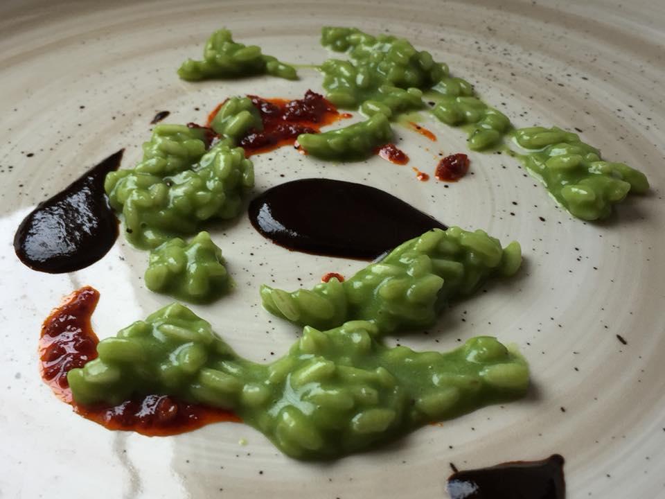 Le Trabe, riso con scarola, 'nduja e aglio nero