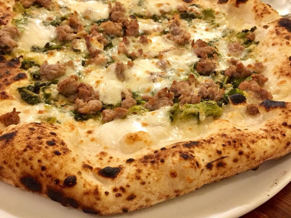 Abellinum, pizza salsiccia e broccoli