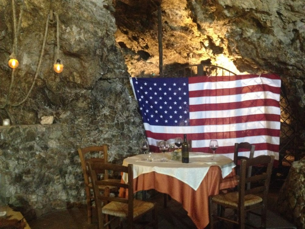 Agriturismo La Grotta - la grotta allestita